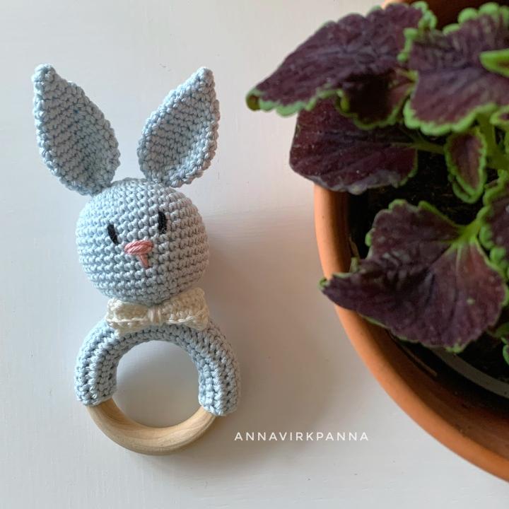 Kaninskallra / Bunnyrattle